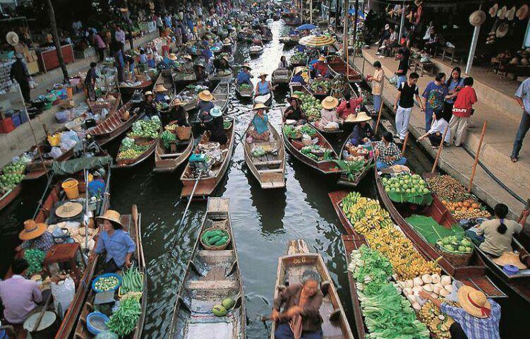 Плавучий рынок в Бангкоке. Фото