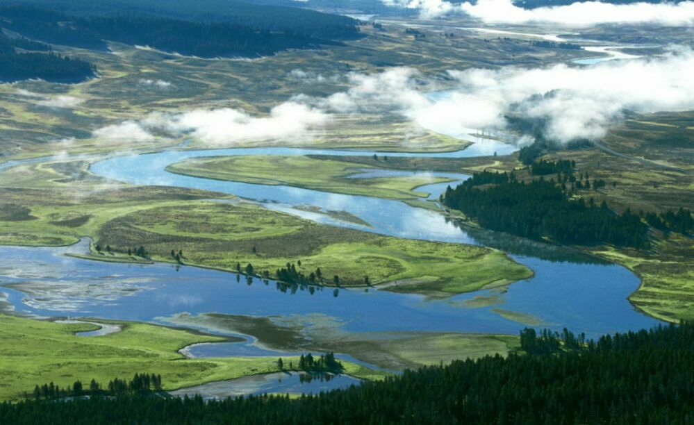 В реке не существует отдельных капелек. Есть только река, только путь единства.